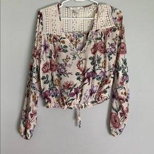 Floral crop blouse with lace